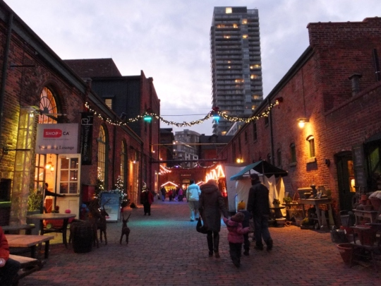 Toronto-Distillery-District-Christmas-Market-2012-27