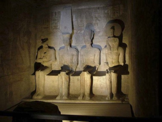 abu-simbel-back-wall