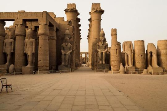 colonnade-of-amenhotep-ii-with-two-colossi-of-ramses-ii-in-luxor-temple