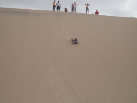 122305_peru_huacachina_sandboarding