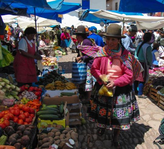 peru-sacred-valley-cusco-area-pisac-market_7475510_l