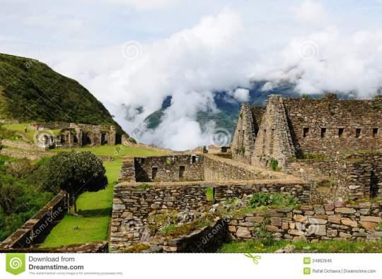 peru-remote-inca-ruins-choquequirau-near-cuzco-24862846