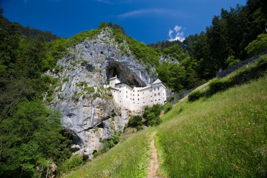 Predjama-castle-hr