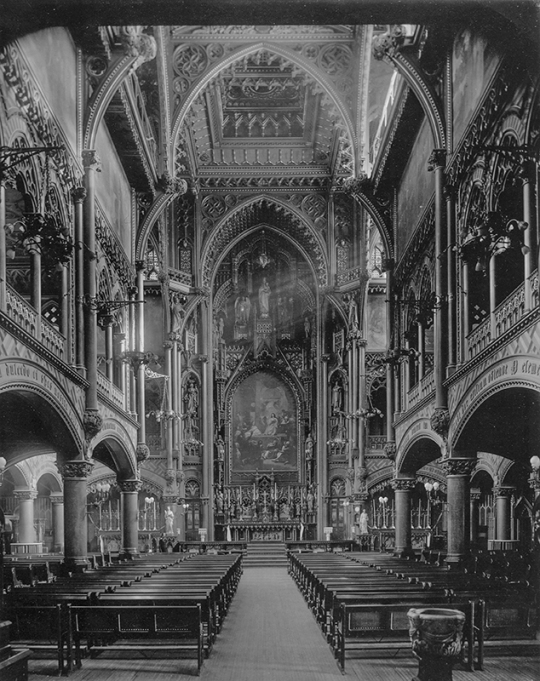 iNTERIOR DESIGN OFTHE CHAPEL BEFORE 1978.NOTRE DAME