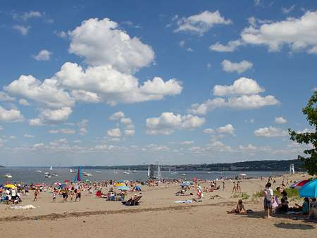 plage-de-la-baie-de-beauport.City beach Quebec