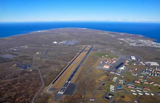 SSJ100_Keflavik_runways_(5160518757)